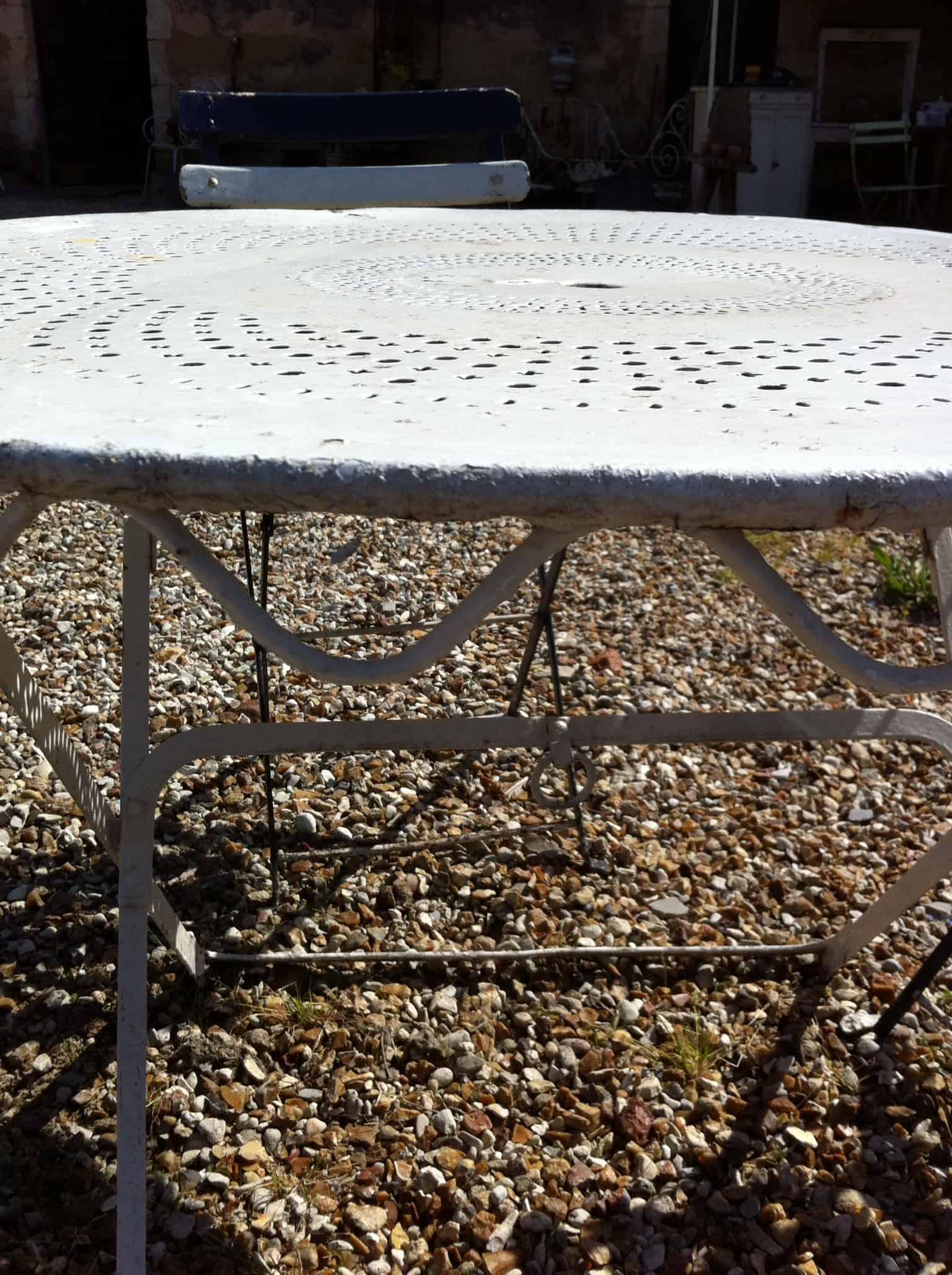 Table de jardin brocante decoration - Guirlande de jardin ...